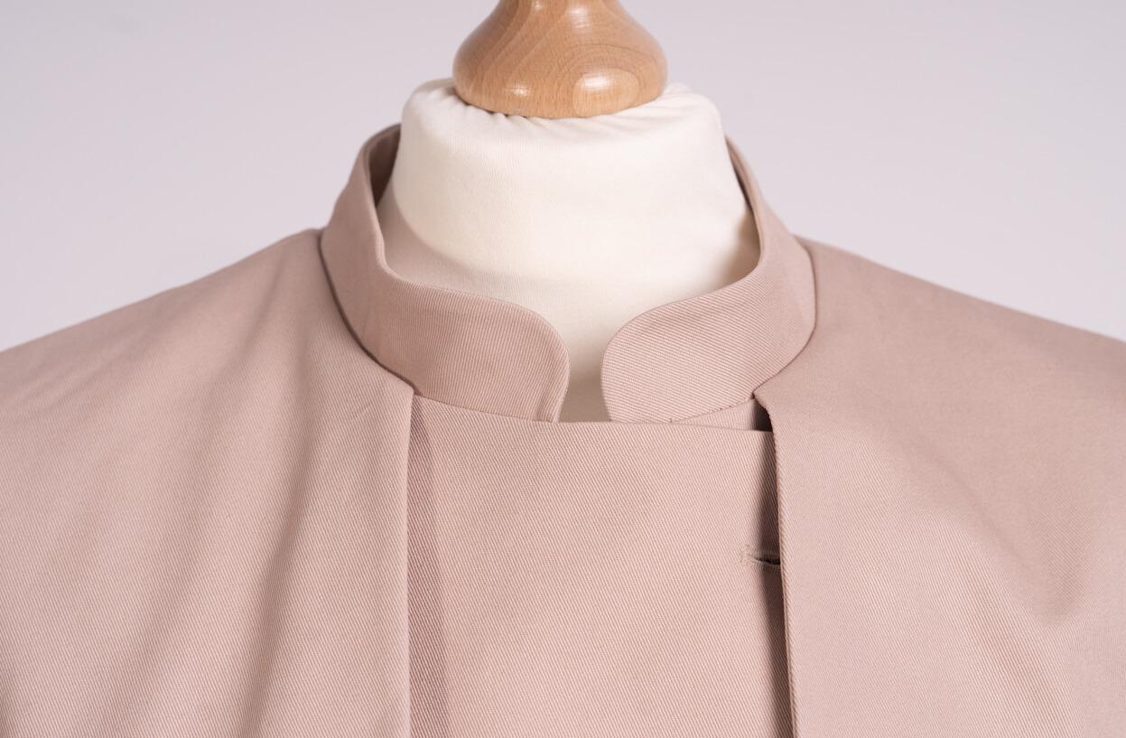 z kolekcji SPRING 2020, pasujący do sukienek, w klasycznym kolorze.