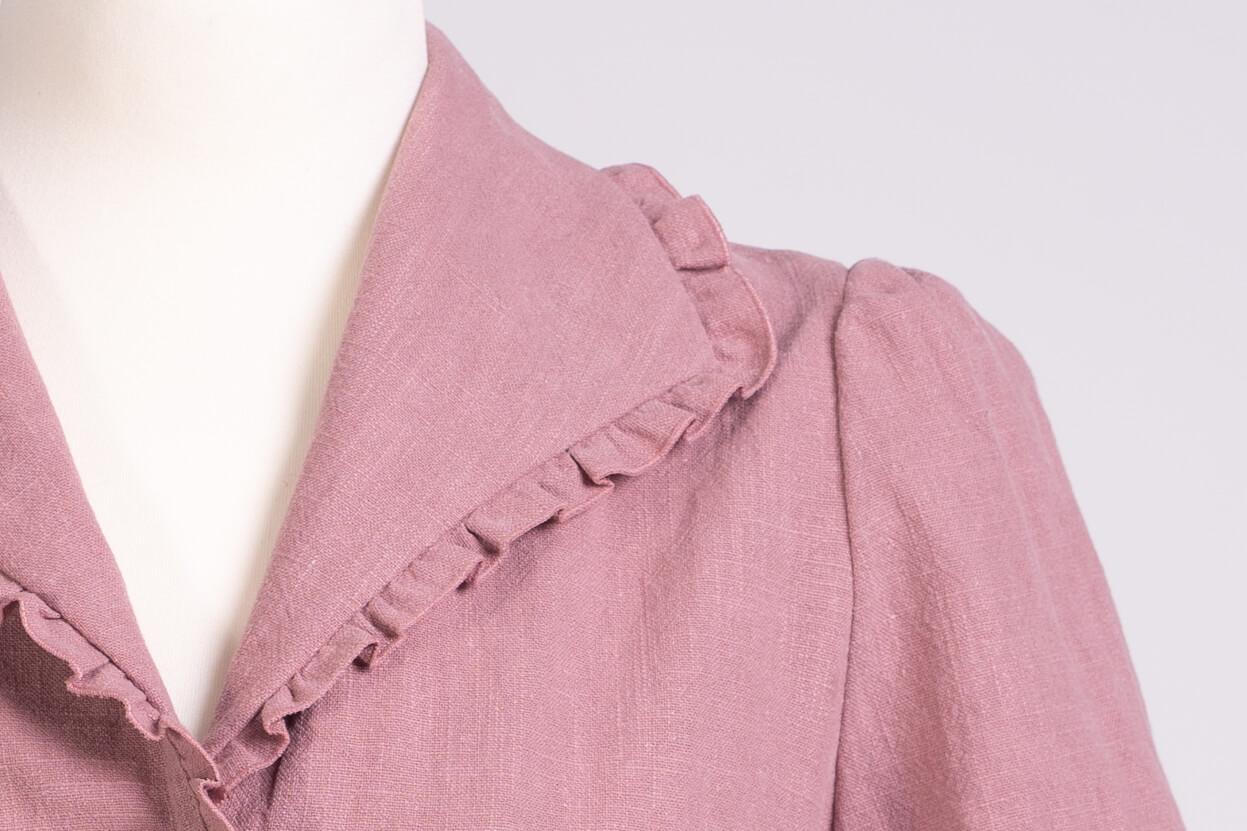 z kolekcji SPRING 2020, obszyta mereżką, w kolorze brudnego różu .