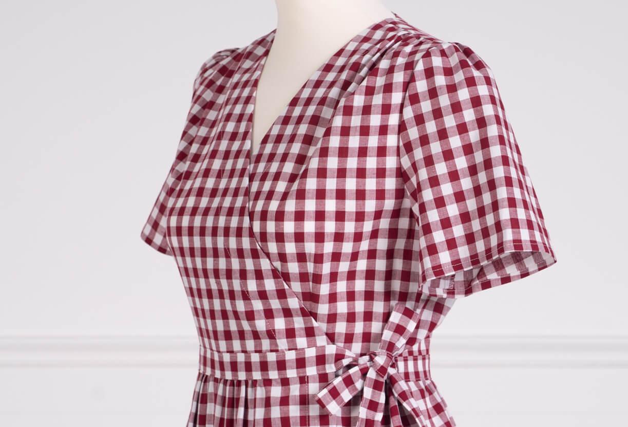 z kolekcji PRE-SUMMER 2020, idealna do karmienia piersią, o kopertowym kroju.