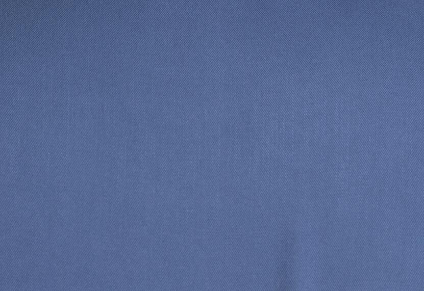 z kolekcji MID-SUMMER 2020, uszyta z wiskozowej tkaniny, w morskim odcieniu.