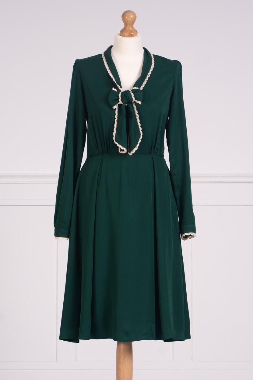 z kolekcji AUTUMN 2020, w kolorze zielonym, z kontrastowym dekoltem.