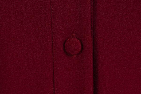 z kolekcji AUTUMN 2020, z dekoltem w literę V, zapinana na guziki.