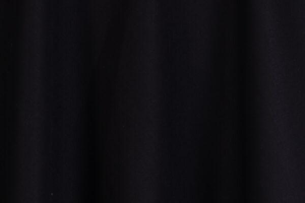 z kolekcji AUTUMN 2020, odcinana w talii, podkreśla figurę.