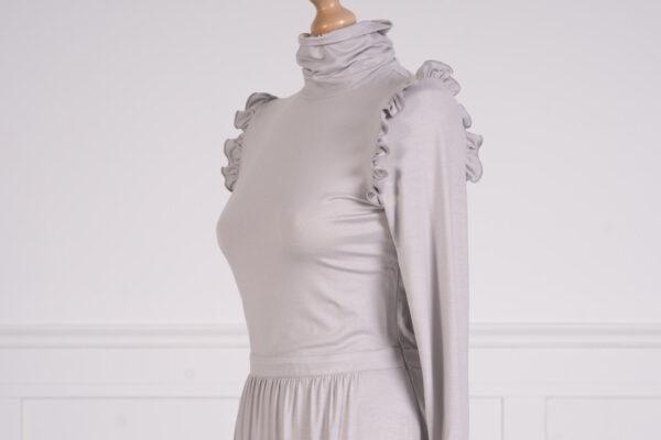 z kolekcji PRE-WINTER 2020,odcinana w talii, podkreśla figurę