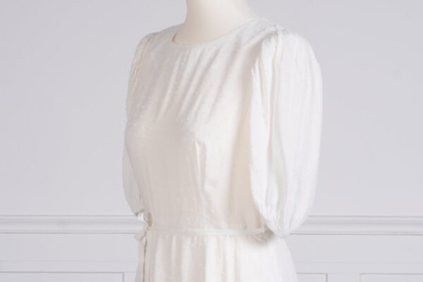 z kolekcji PRE-SPRING 2021, w kolorze białym, idealna na uroczystość.