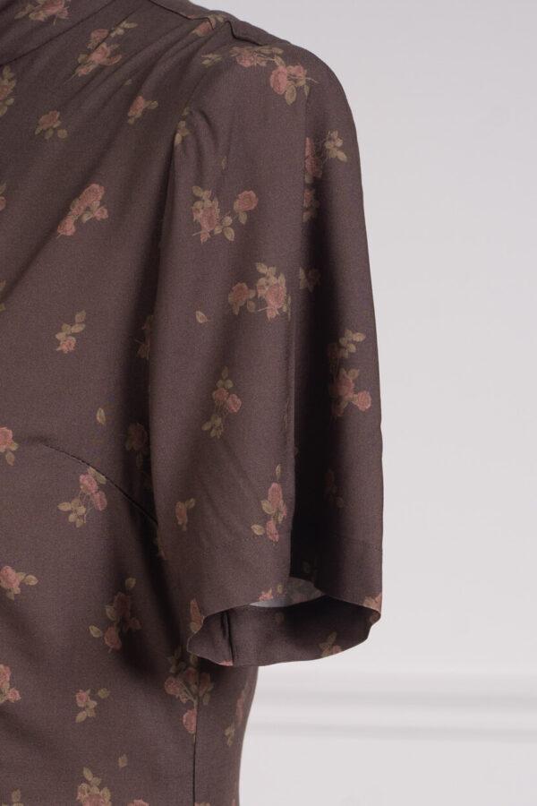 z kolekcji SPRING 2021, elegancka, o długości zakrywającej kolana.