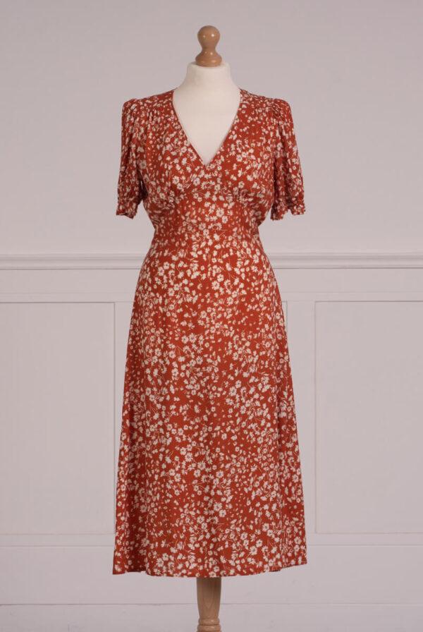 z kolekcji SUMMER 2021, bardzo kobieca sukienka, z dekoltem V