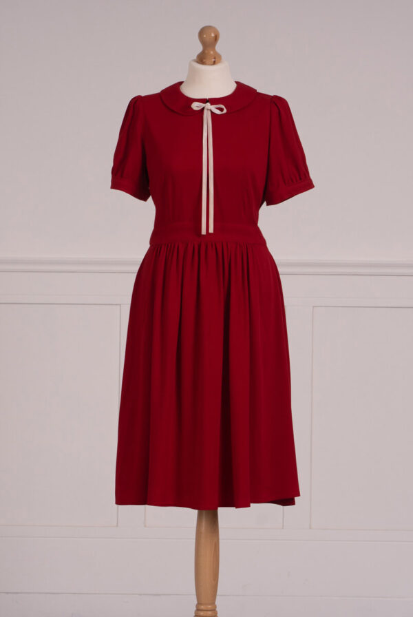 z kolekcji MID-SUMMER 2021, w pięknym, czerwonym kolorze, elegancka